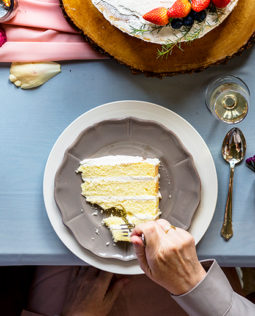 group-of-diverse-friends-gathering-eating-cakes-P442FPG